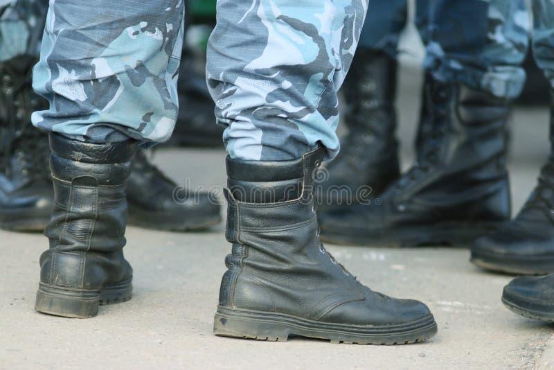 Soldatparade lädt Füße auf stockfotografie