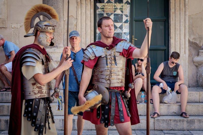 Soldats antiques de légionnaire de Rome dans la fente photos stock