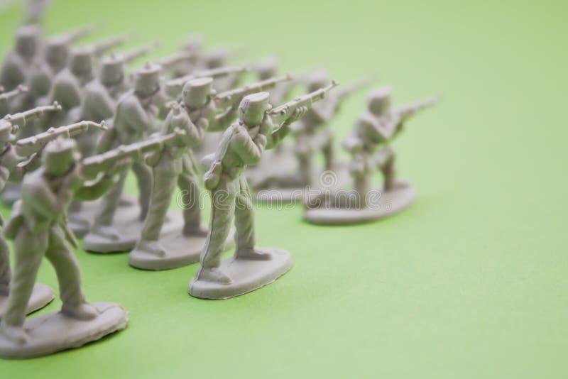 Soldats d'armée dans la guerre photo stock