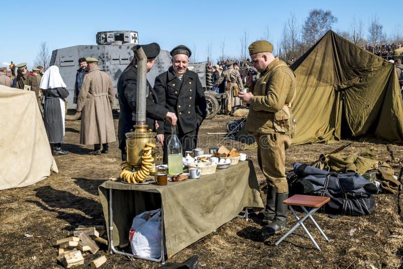 Soldats d'armée rouge sur le festival militaire-patriotique image libre de droits