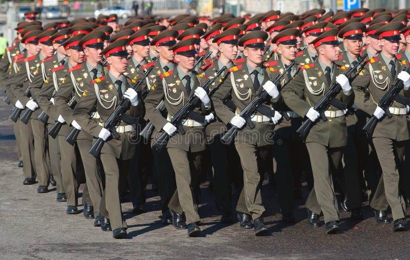 Soldats dans des rangées ordonnées photos stock