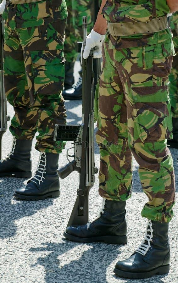 Soldats dans le défilé photo stock