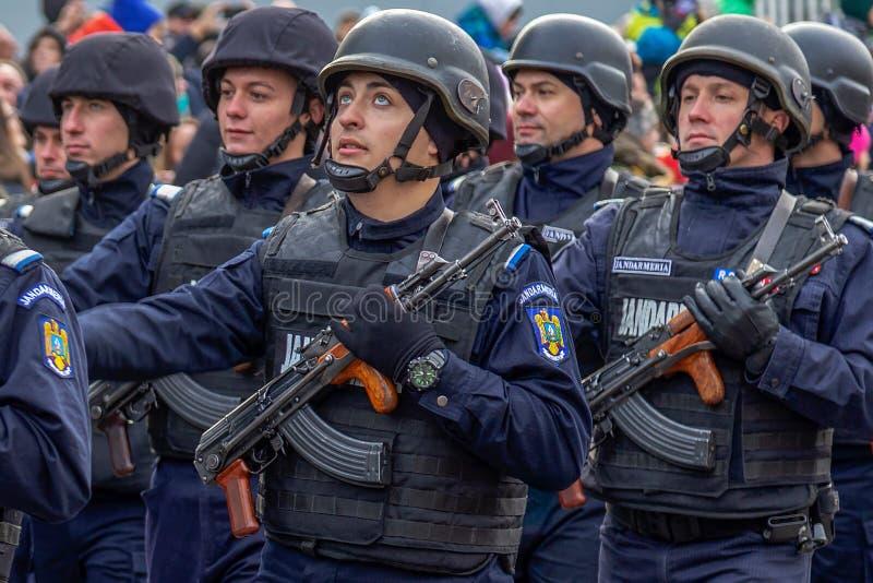 Soldats de gendarmerie dans la formation photos stock