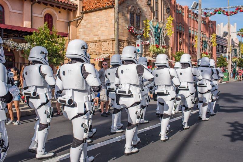 Soldats de la cavalerie de tempête de Star Wars aux studios du ` s Hollywood de Disney image stock