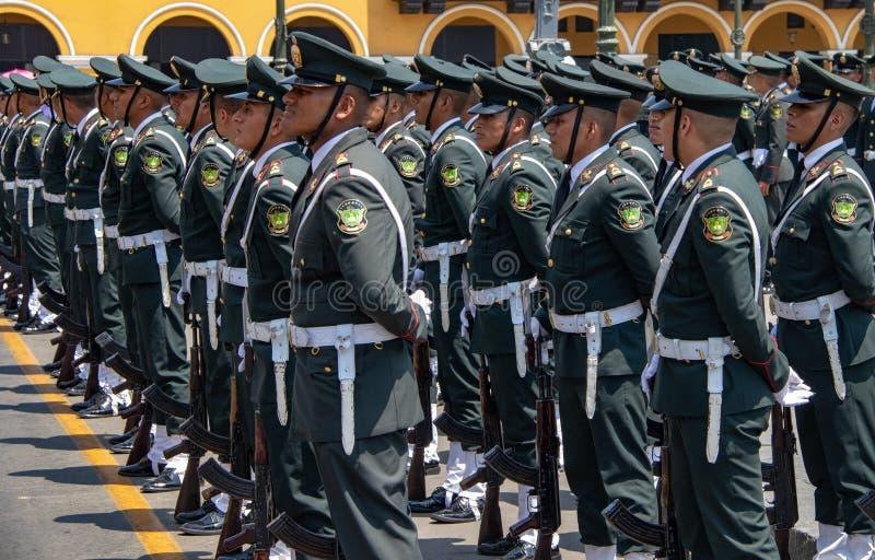 Soldats p?ruviens de cadet images libres de droits