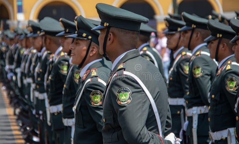 Soldats p?ruviens de cadet photos libres de droits