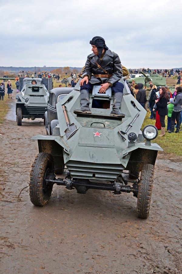 Soldats soviétiques sur le véhicule blindé de cru, Kiev, image libre de droits