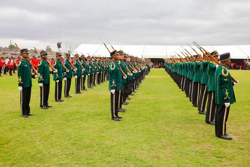 Soldats sud-africains de force de défense sur le défilé photo stock