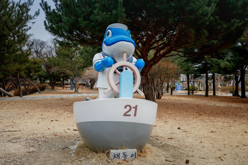 Soldatteckenskulptur i Seoul den nationella kyrkogården arkivbilder