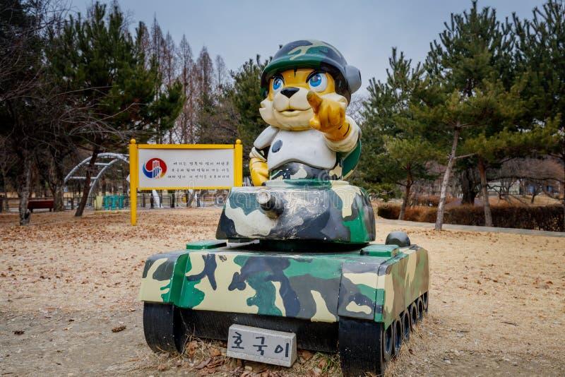 Soldatteckenskulptur i Seoul den nationella kyrkogården royaltyfri bild