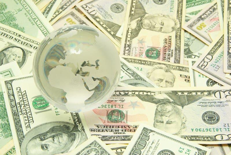 Download Soldi immagine stock. Immagine di globo, banconote, risparmi - 7308781