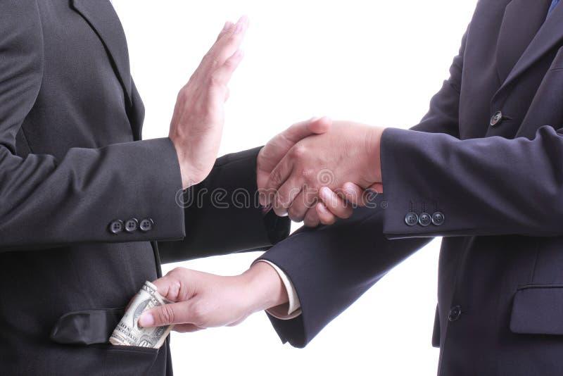 Soldi di elasticità dell'uomo d'affari per corruzione qualcosa ma un altro peop fotografie stock libere da diritti