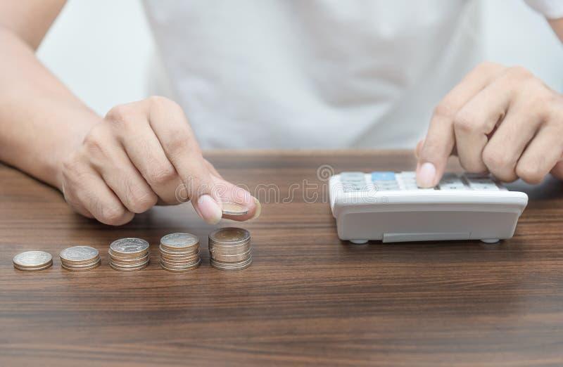 Soldi di risparmio ed attività bancarie di conto per il concetto di affari di finanza fotografia stock libera da diritti