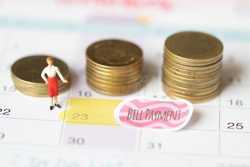 Soldi di risparmio per il concetto di pagamento della fattura Concetto di risparmio dei soldi di feste pagamento della fattura e  fotografie stock