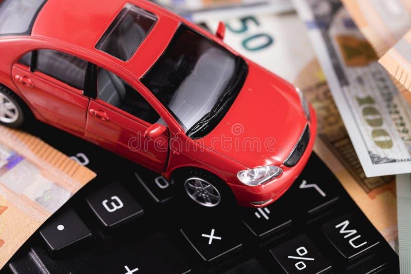 Soldi, dollari, euro, automobile rossa immagini stock