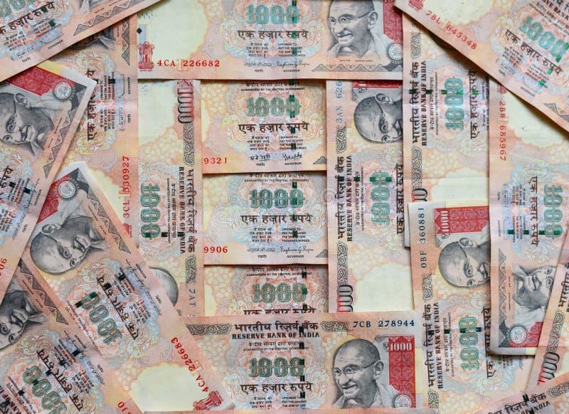 Soldi indiani o valuta, le note da 1000 rupie, intero fondo fotografia stock