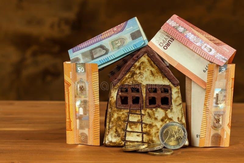 Soldi per costruire una casa concetto dell 39 ipoteca euro for Quanti soldi per costruire una casa