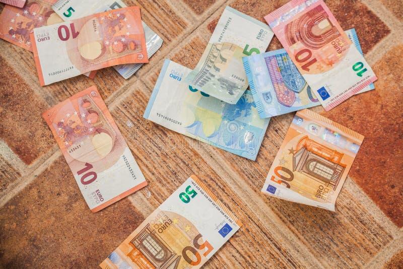 trading mobile su cellulare e tablet con xtrade trovare soldi sul letto