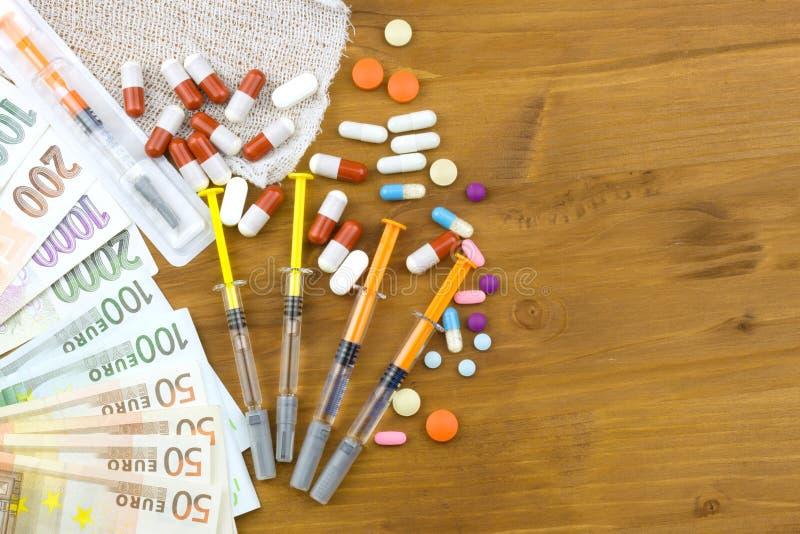 Soldi sulla sanità Sanità pagata Soldi per il trattamento delle malattie e delle ferite Risparmio domestico su medici immagine stock