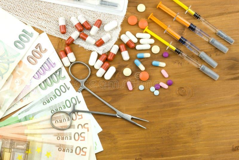 Soldi sulla sanità Sanità pagata Soldi per il trattamento delle malattie e delle ferite Risparmio domestico su medici immagine stock libera da diritti