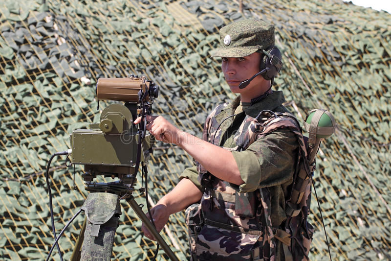 Download Soldier Show Range Finder Possibilities. Editorial Photography - Image: 14988847