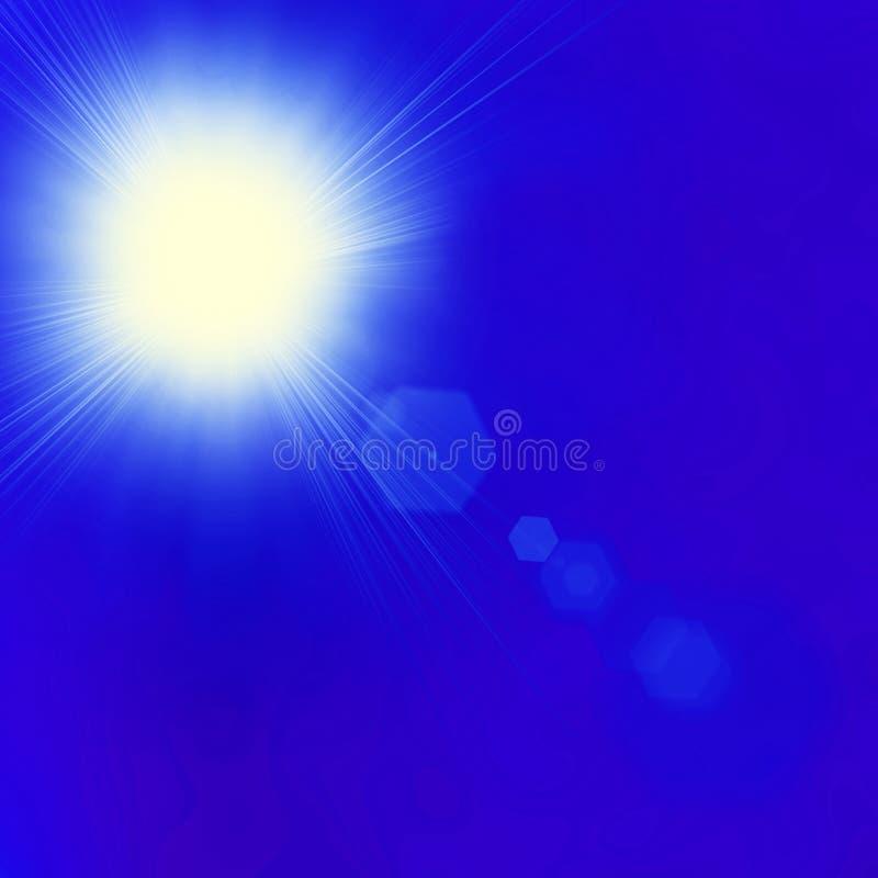 Sole brillante a chiaro cielo blu con lo spazio della copia immagine stock