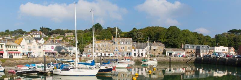 Sole BRITANNICO del nord della fine dell'estate di Cornovaglia Inghilterra del porto di Padstow il bello ed il bel tempo calmo ha fotografia stock