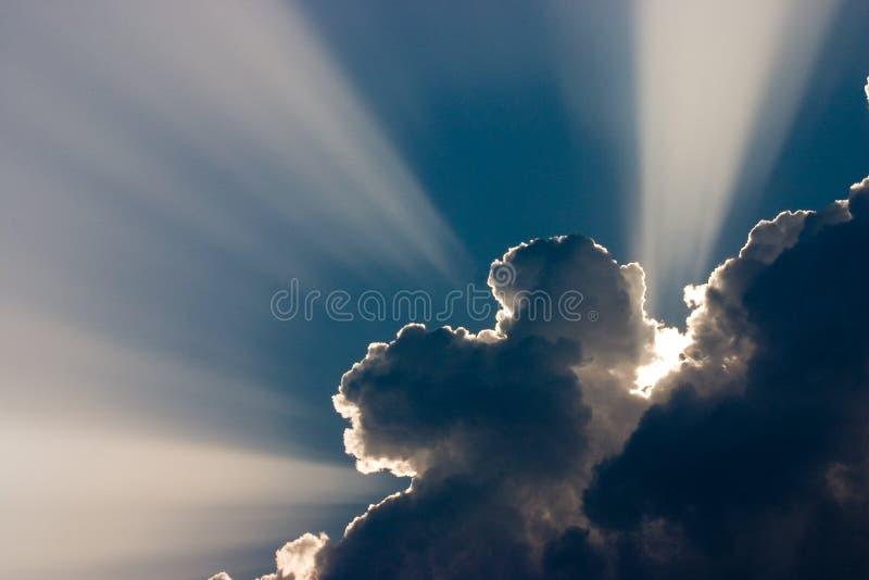 Sole con le nubi immagini stock