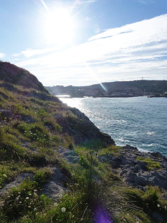 Sole di estate sopra l'oceano immagine stock