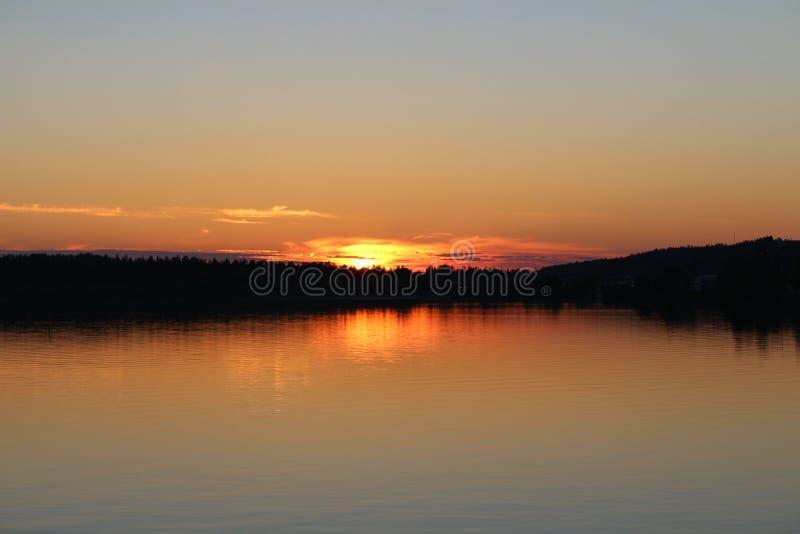 Sole di mezzanotte immagine stock