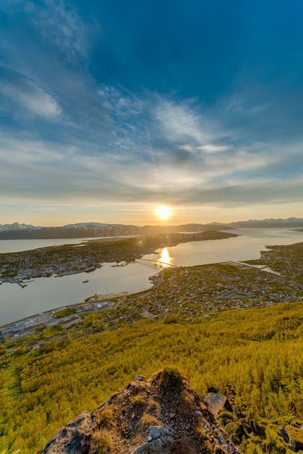 Download Sole Di Mezzanotte In Tromso, Norvegia Immagine Stock - Immagine di scandinavo, norvegese: 55361935