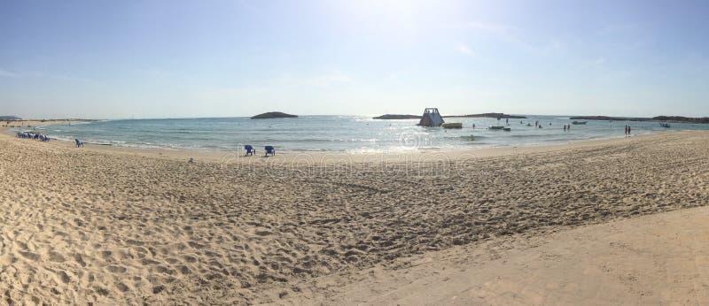 Sole & divertimento della spiaggia di Habonim fotografie stock