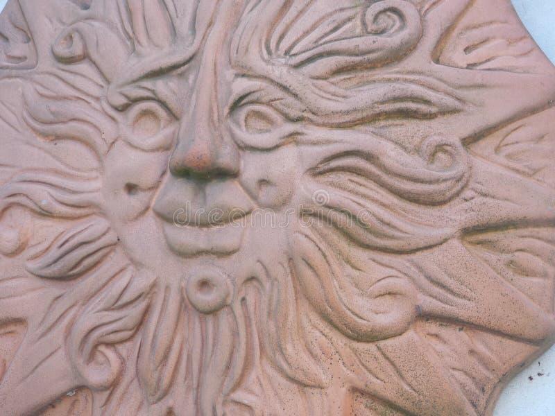 Sole felice di terracotta fotografia stock