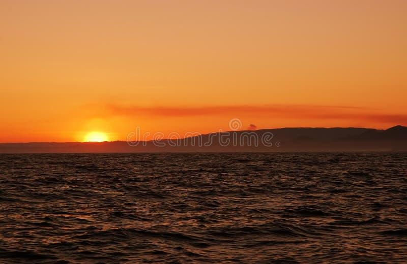Sole nell'oceano fotografie stock