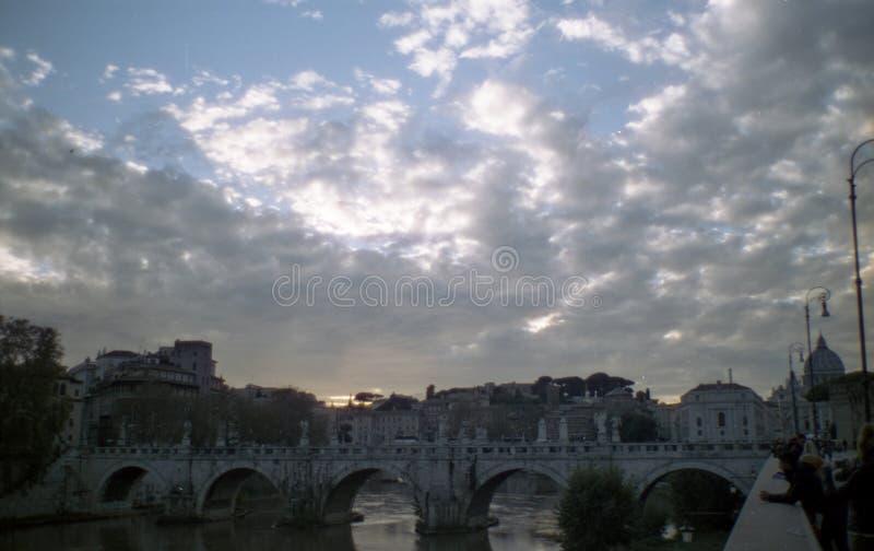 Soleggiato si rannuvola Romes il Tevere fotografia stock libera da diritti