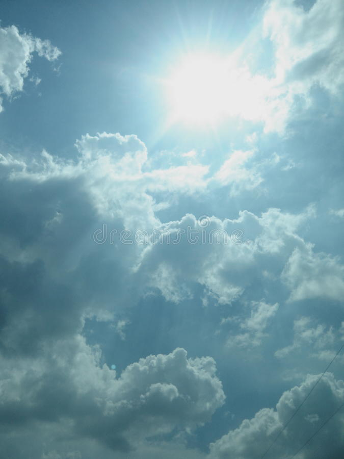 Download Soleil image stock. Image du bleu, fond, nuage, ciel - 45370667