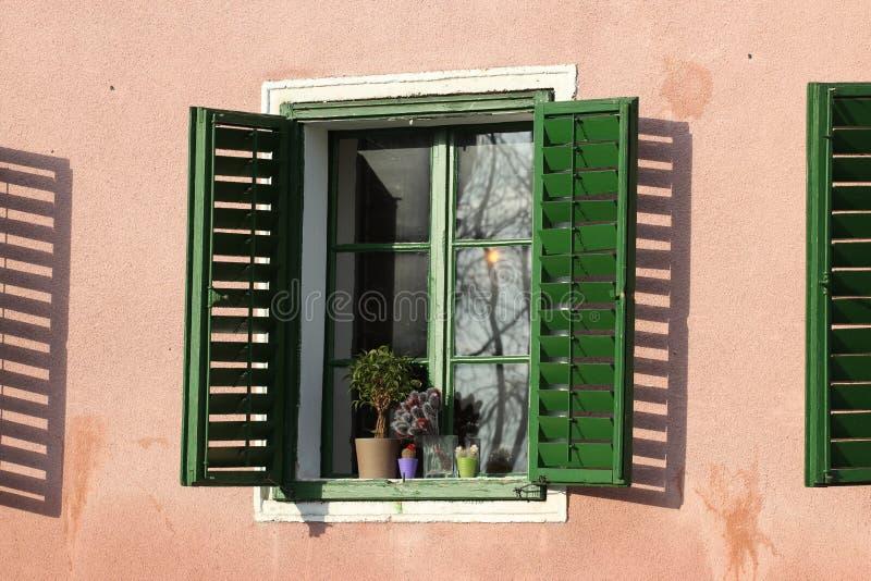 Soleil dans la fenêtre images libres de droits
