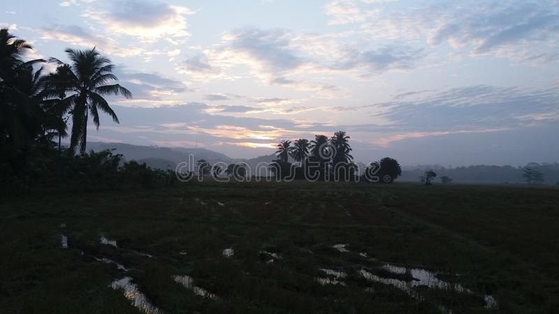 Soleil Levant dans un village dans Sri Lanka photo libre de droits