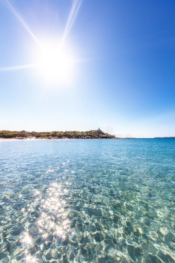 Soleil par Punta Molentis, Sardaigne photographie stock