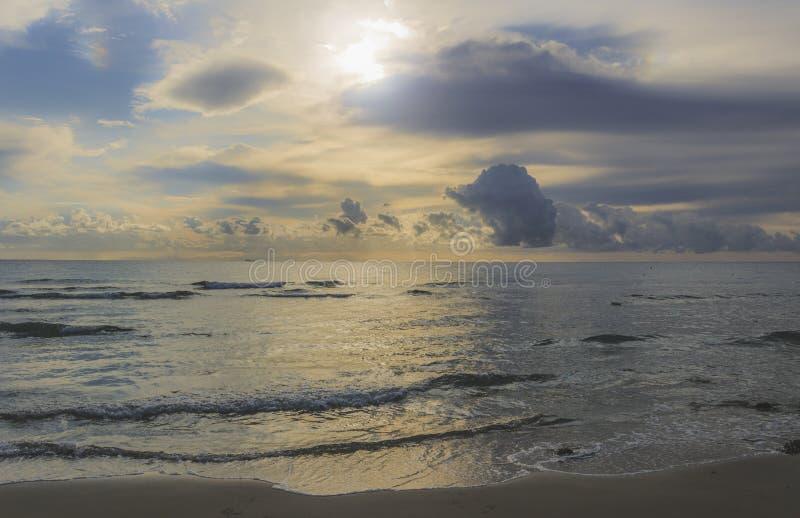 Soleil sur la mer Détendez la nature photographie stock