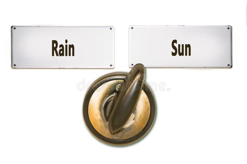 Solen f?r gatatecknet regnar kontra royaltyfria bilder