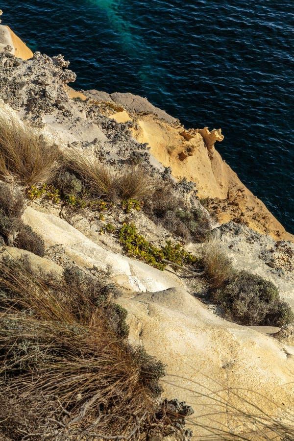 Solen tände sandsten mot havet på tolv apostlar, den stora havvägen, Victoria, Australien royaltyfri foto