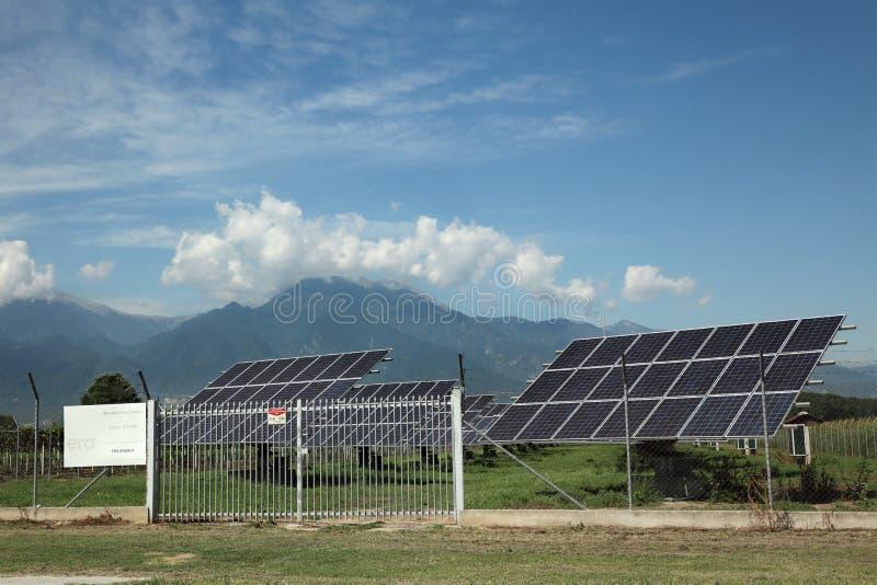 Solenergiväxt i Geece, Olympus region royaltyfria foton