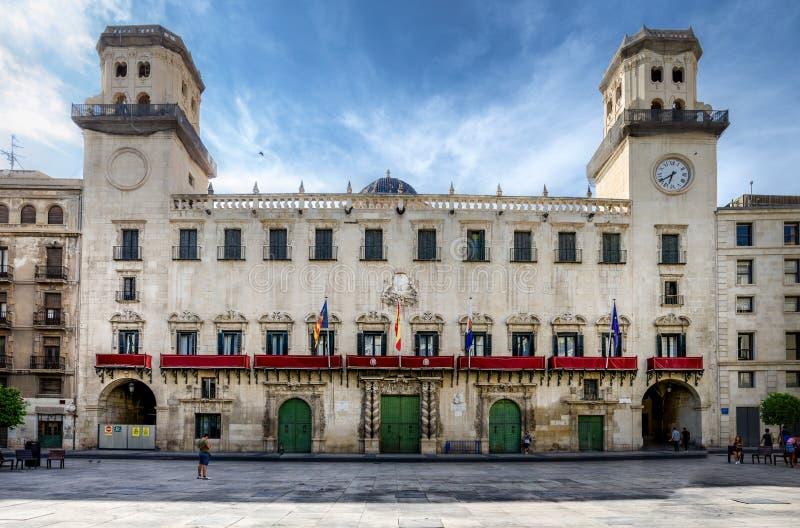 Solenna fasada Alicante urząd miasta z dwa góruje, Hiszpania obraz royalty free