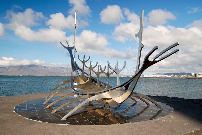 Solfar (de Reiziger van de Zon) in Reykjavik, IJsland stock fotografie
