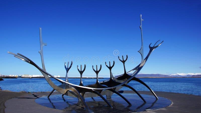 Solfar, Sun-Reisende sculpter in Reykjavik in Island lizenzfreie stockbilder