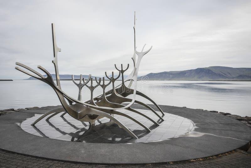 Solfar, viajero de The Sun, Reykjavik, Islandia imagenes de archivo