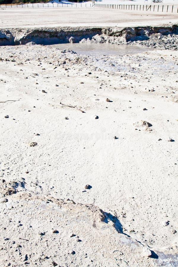 Solfatara - cráter volcánico imagenes de archivo
