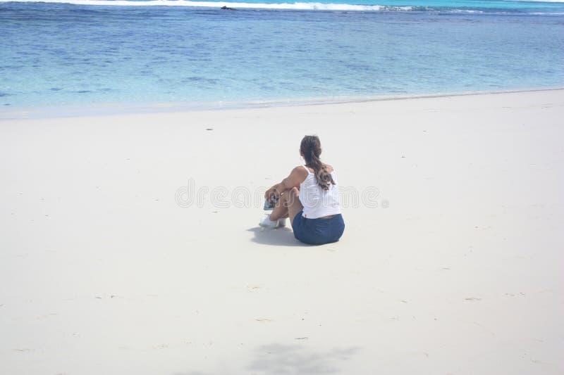 Solidão na praia foto de stock royalty free