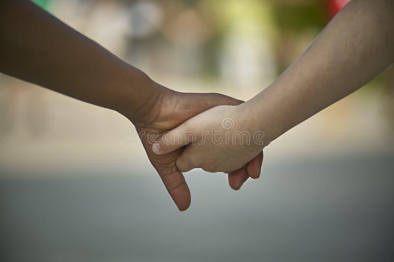 Solidarność i integracja między różnymi rasami zdjęcie royalty free